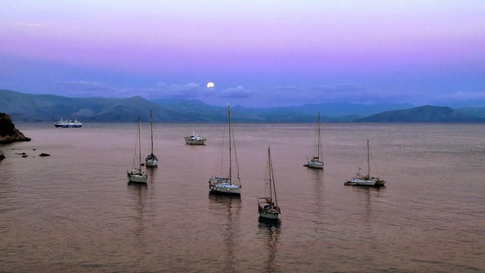 Die Bucht von Garitsa (Korfu Stadt) im Mondlicht