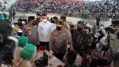 Waka Polri Tinjau Vaksinasi Massal di GOR Serbaguna Medan