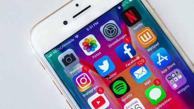 Facebook orders a study from Comscore on the popularity of applications