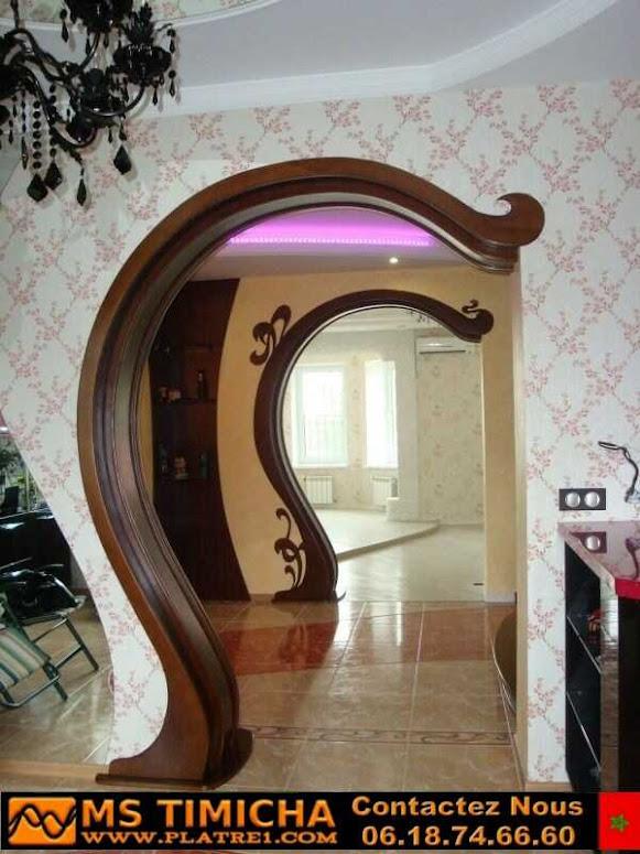 Décorations en plâtre pour les arcs des entrées des maisons