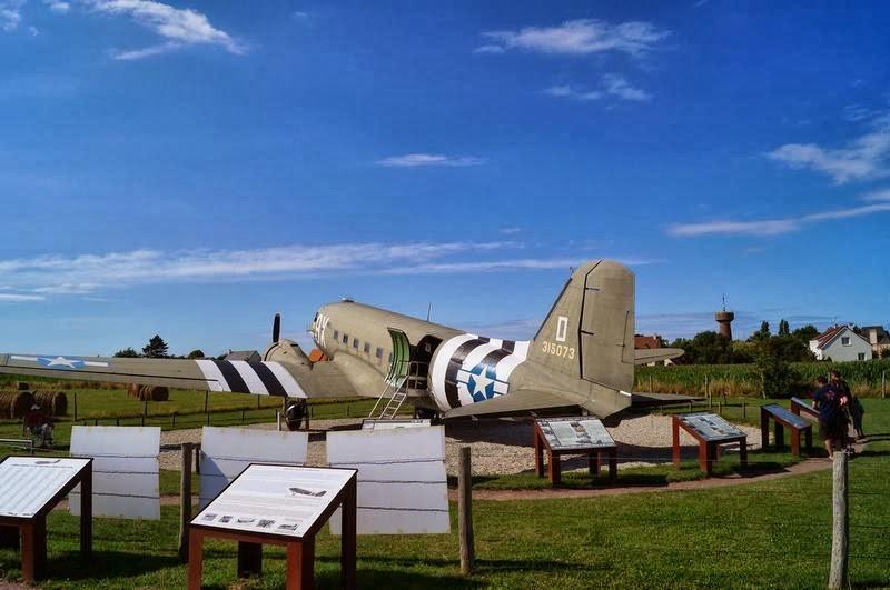 Dakota C47, bateria Merville, museos de Normandia, lugares del desembarco de Normandia, aviones segunda guerra mundial