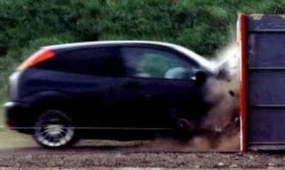 Ανατριχιαστικό βίντεο: Ποιες οι πιθανότητες επιβίωσης σε μια σύγκρουση αυτοκινήτου με 200 χλμ.