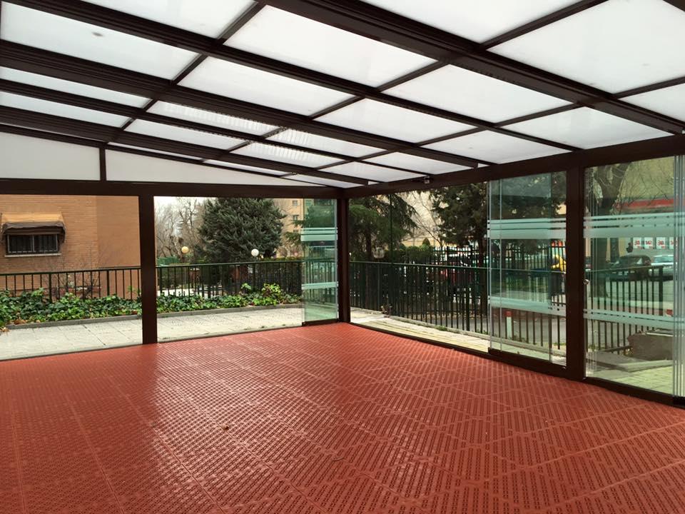 Cortina de cristal c3 system cerramientos y cubiertas for Cortinas de terrazas en patio