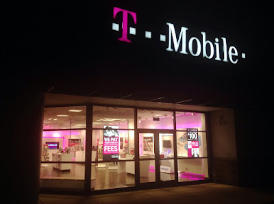 IS THERE ANY ISSUES WITH T-MOBILE, VERIZON OR AT&T?