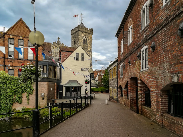Photo of the walkway to St Thomas' Church in Salisbury