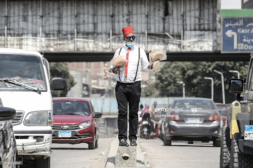"Man selling freska in Cairo with a mask ""Getty"""