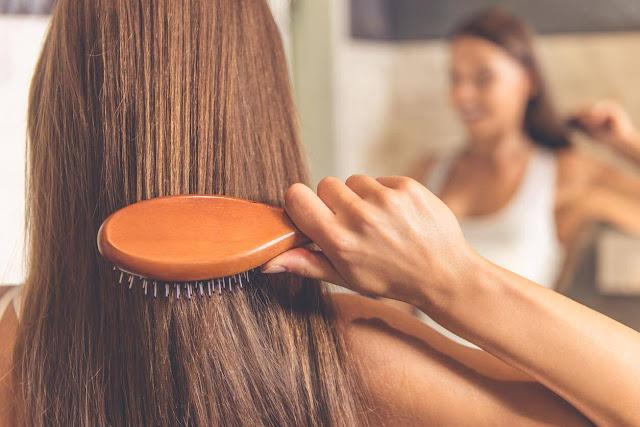 ماهي أفضل الوصفات الطبيعية لتنعيم الشعر ؟