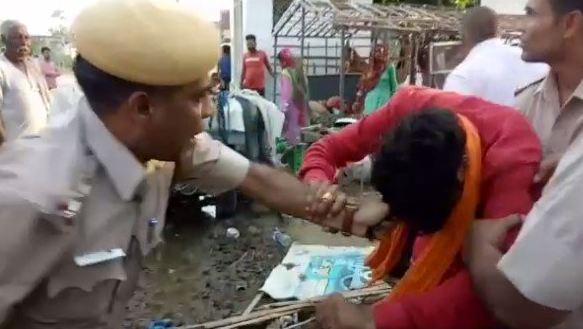 थाना प्रभारी ने BJP पार्षद की बाल पकड़कर कर डाली धुनाई - newsonfloor.com