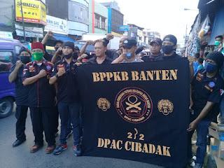 Ormas BPPKB Banten DPAC Cibadak Berbagi Takjil Dan Masker