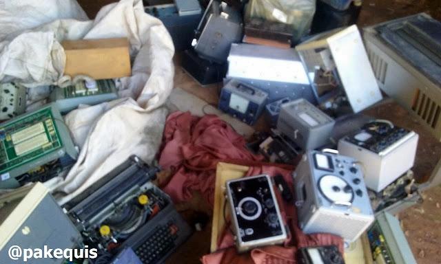 Equipamentos eletrônicos no ferro velho
