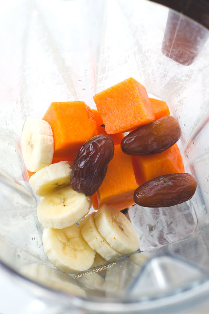 Ingredients to make pumpkin smoothie. When you drink this pumpkin smoothie, it looks like you are eating candy. It is very healthy, nutritious and only has 148 calories per serving | danceofstoves.com #DanceofStoves
