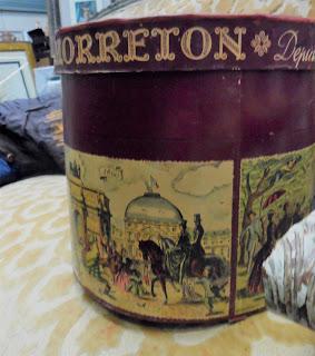 antigua sombrerera francesa en el desembalaje de bilbao