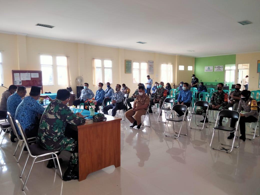 Wadanramil 410-01Panjang Kodim 0410KBL Kapten Cpl Made Diazmika menghadiri kegiatan Rapat pembentukan  Gugus Tugas Covid 19 tingkat Kecamatan dan Kelurahan se-kecamatan Sukarame