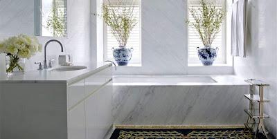 baño revestido en mármol