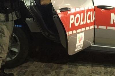 Mulher é conduzida a Delegacia de Catolé do Rocha após ser flagrada tentando furtar em residência
