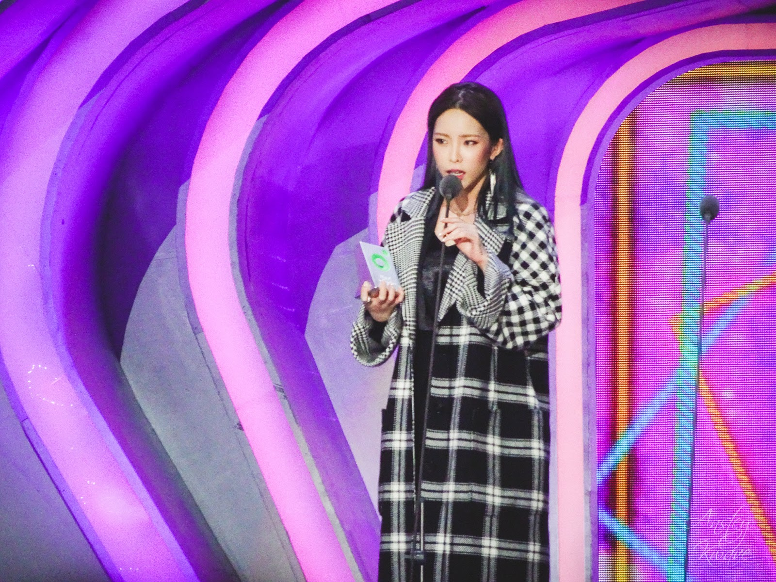 Heize receiving award on stage at Melon Music Awards (MMA) 2017 in Seoul, South Korea