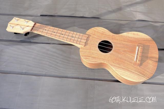 Brüko Walnut Soprano ukulele
