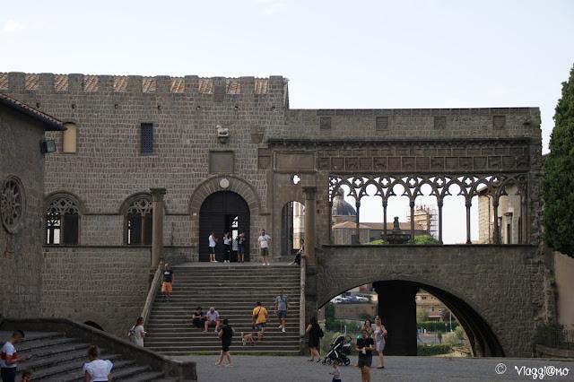 Il palazzo dei Papi con la Loggia, simbolo di Viterbo