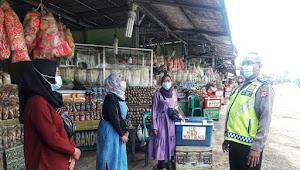 Panit Binmas Polsek Nagreg Polresta Bandung, Imbau Warga Pedagang Patuhi Protokol Kesehatan