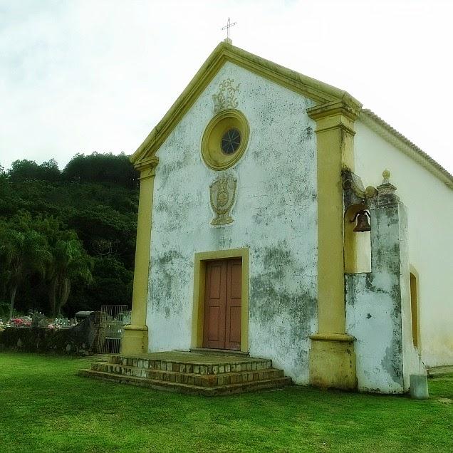 A Capela de Nossa Senhora da Piedade, na Armação da Piedade, Governador Celso Ramos.