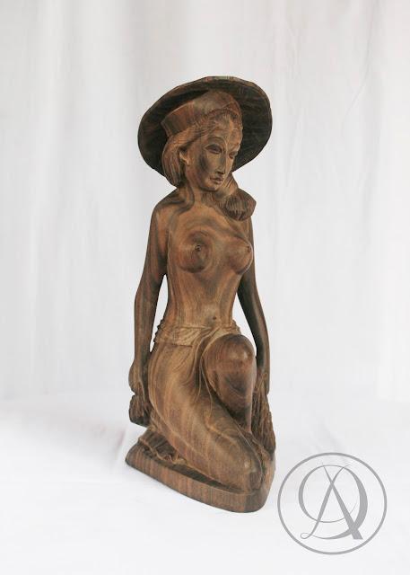 Divka Antik menjual barang antik, unik, kuno, langka, dan barang seni seperti Patung Tua Wanita Bali