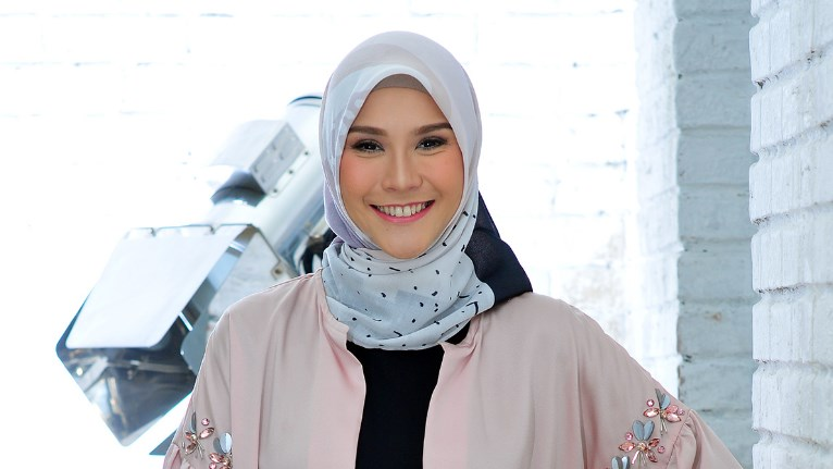 Zaskia Adya Mecca jilbab manis dan seksi
