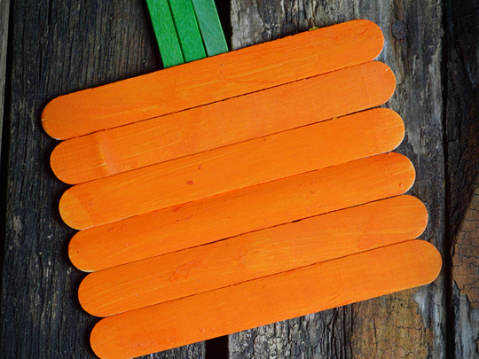 DIY Popsicle Stick Pumpkins {A Kids Craft}