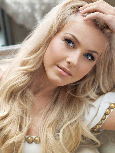 Julianne Hough Light Blonde Hair Color