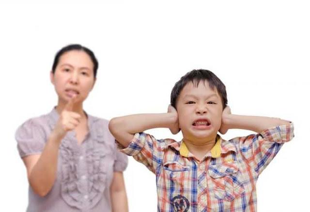 mendisiplinkan anak
