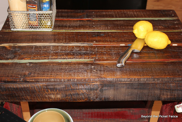 DIY, kitchen Island, Pallet, DIY, build it. reclaimed, http://bec4-beyondthepicketfence.blogspot.com/2012/04/pallet-island.html