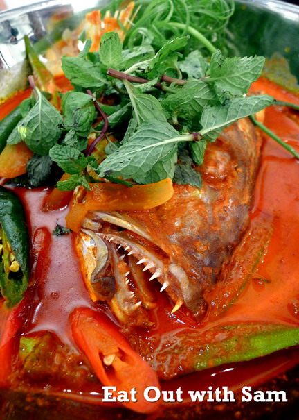07 Closed Up View Showing The Kari Kepala Ikan D Dapor Curry Fish Head