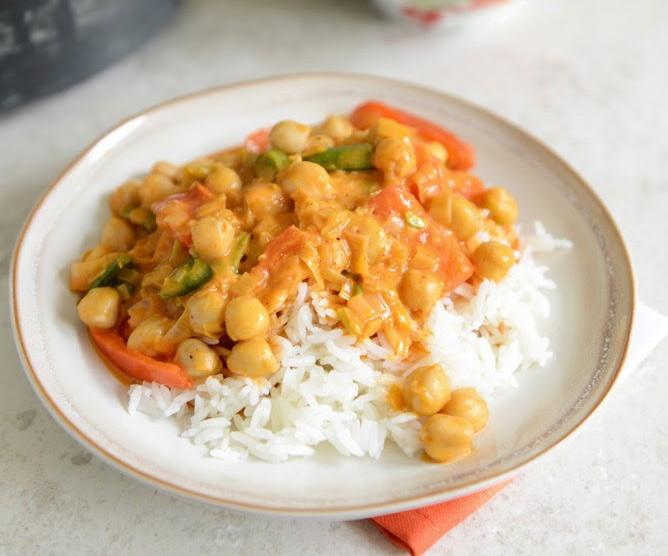 طريقة عمل أرز جوز الهند بحمص الكاري التايلاندي