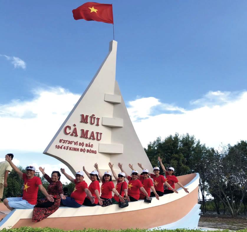 Ba nô biểu tượng con thuyền rẽ sóng ra khoi mũi Cà Mau