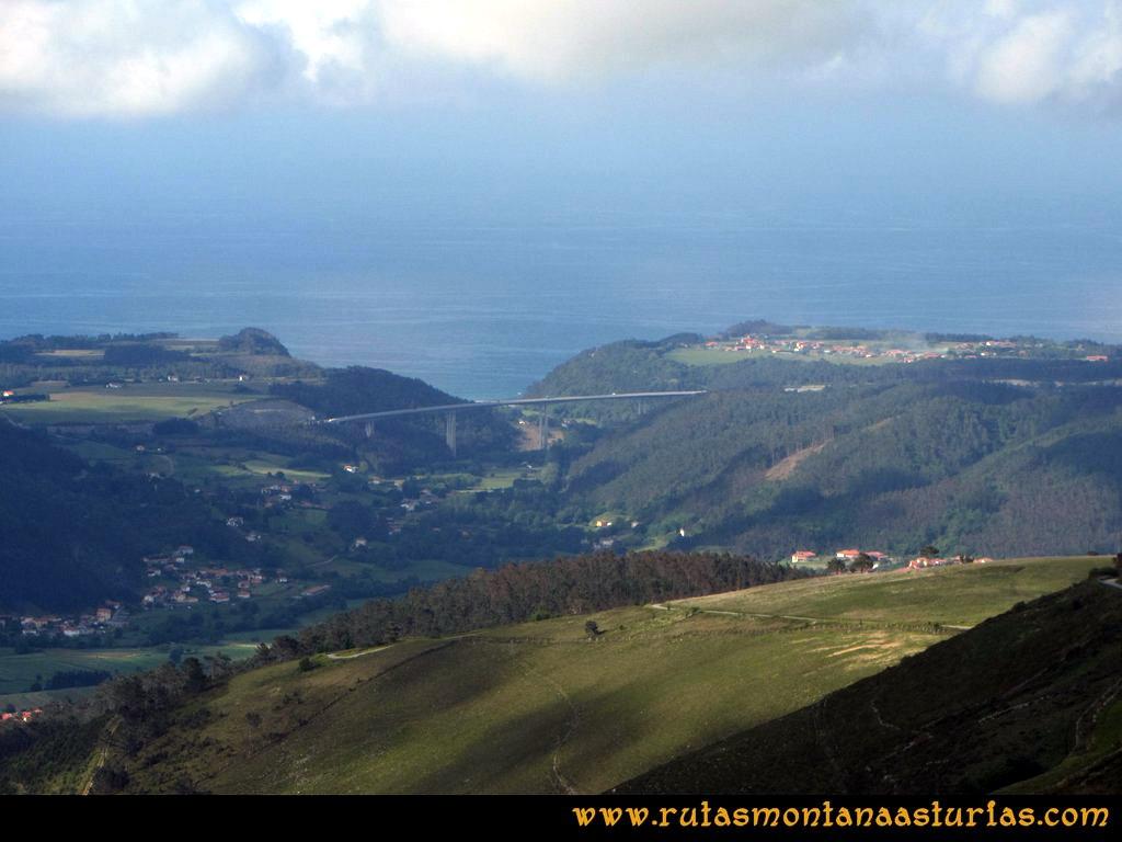 Ruta Llan de Cubel y Cueto: Vista de la autovía del Cantábrico