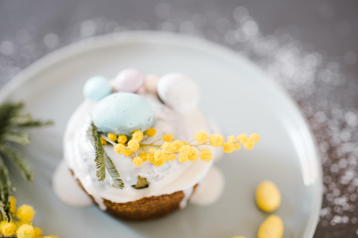 Muffins de Pâques colorés et fleuris