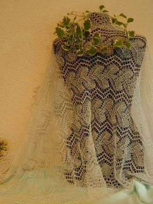 gebreide bruidssjaals, stola voor de bruid, wollen bruidsshawl
