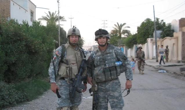 """Soldado foi protegido em Bagdá pelas orações de sua mãe: """"Ela ajoelhou na hora da missão"""""""