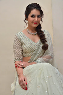 raashi khanna at avakusa trailer launch 23