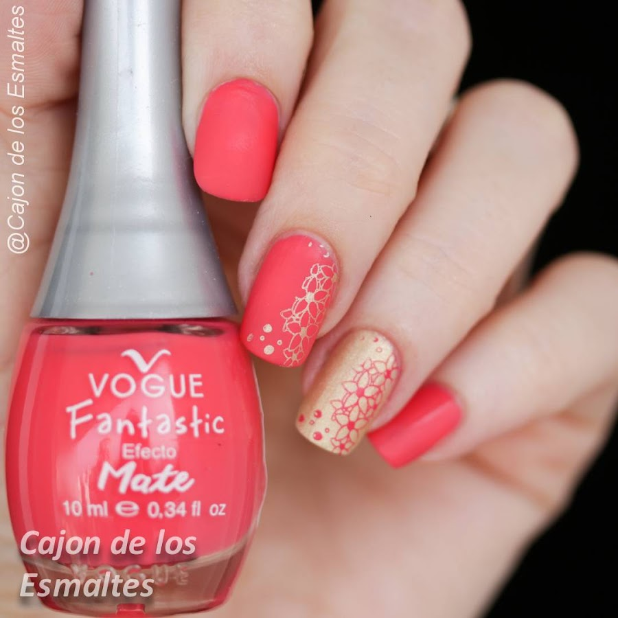 Esmaltes de uñas Vogue mate y estampado con placas Fingrs