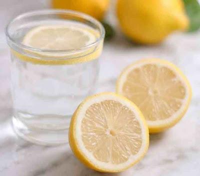 هل يجوز للحامل شرب ماء الليمون