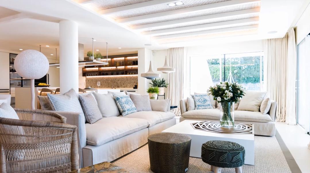 30 Interior Design Photos vs. Villa La Luisa Marbella Tour