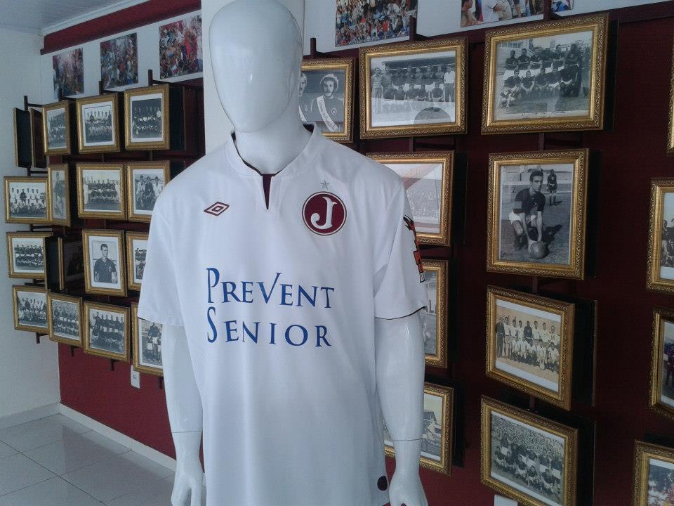 39f7fd8785 ... na página do Facebook oficial do Juventus e da Loja Grená e Branco  mostram pela primeira vez a camisa branca