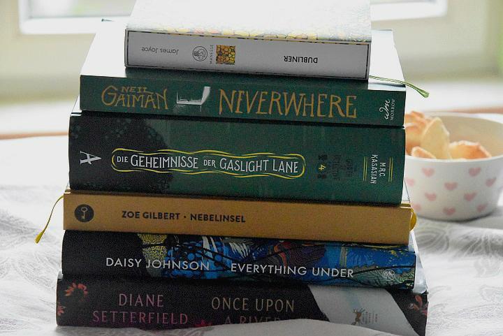 Bücherstapel-vom-Lesemonat-November-2019-Buchblog