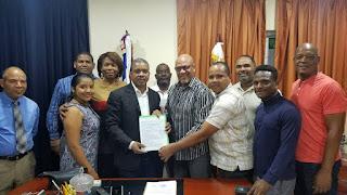 Presidente UDESANCRIS sostiene encuentro exitoso y entrega programa de trabajo al alcalde de VA