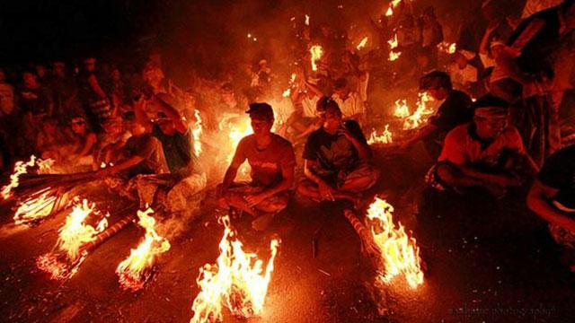 Penganut Agama Tertentu Sangat Mengagung-Agungkan Api