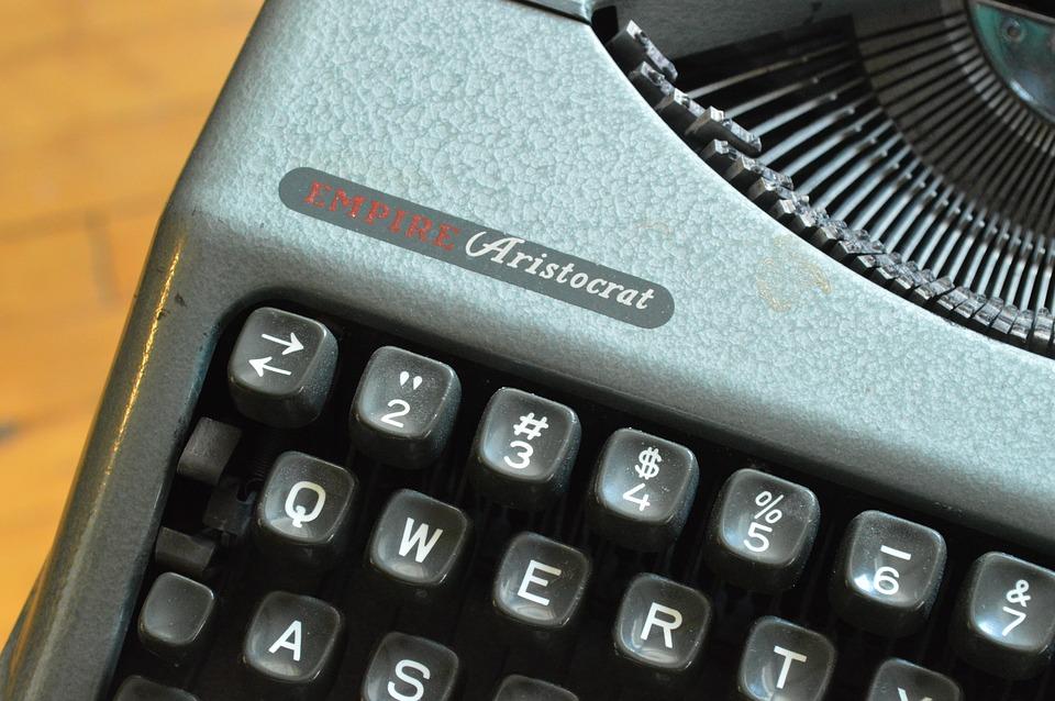 ¿Por qué los teclados son QWERTY y no ABCDE?