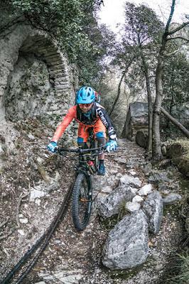 biketouren gardasee mountainbike ponale straße pregasina