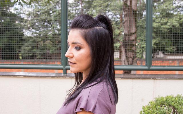 Look do dia: vestido cinza com detalhe frontal