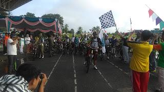 Ratusan Peserta Ramaikan Sepeda Santai