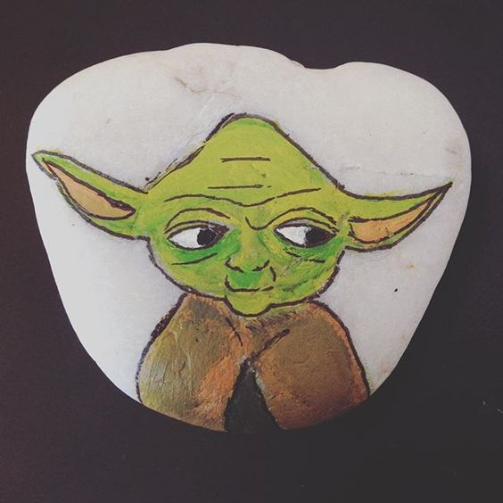Star wars stone painting ideas - Yoda on a painted rock